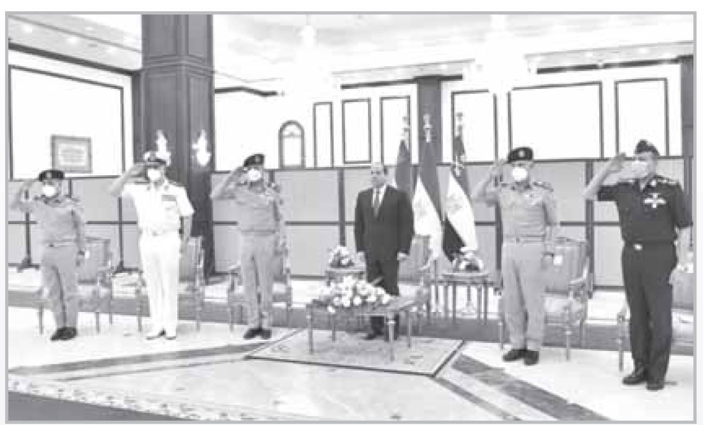 الرئيس السيسى يلتقى قادة القوات المسلحة فى مناسبة الاحتفال بذكرى العاشر من رمضان