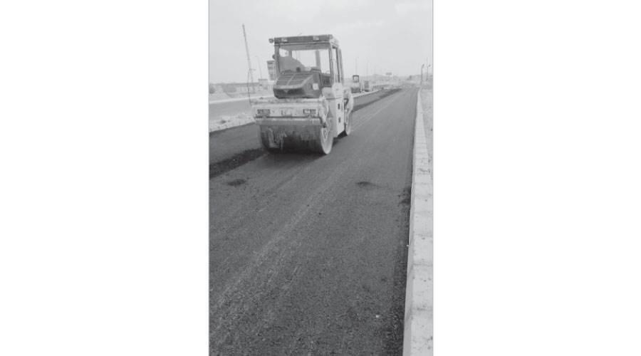 استكمال طبقة الأسفلت لازدواج الطريق الصحراوي الشرقي بمدينة المنيا الجديدة