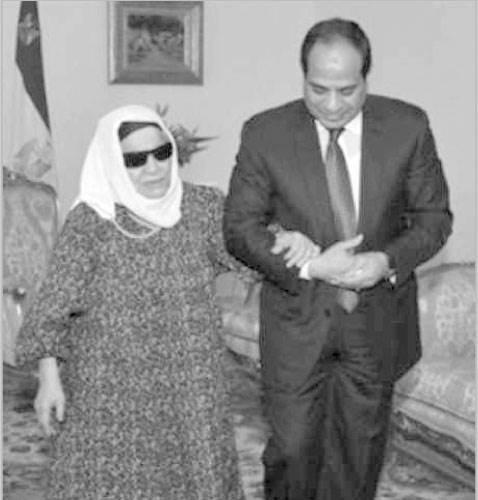 الراحلة الحاجة زينب تبرعت بقرطها الذهبى لتحيا مصر