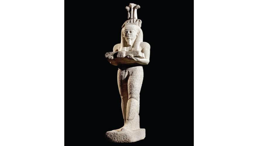 حابى إله النيل.. أثناء عرضه بالمتحف البريطانى