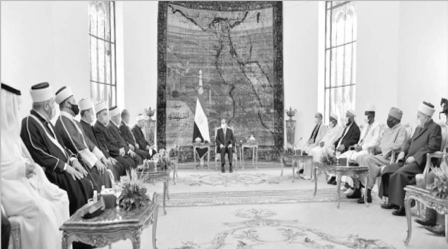 الرئيس يستقبل المشاركين فى مؤتمر الإفتاء العالمى